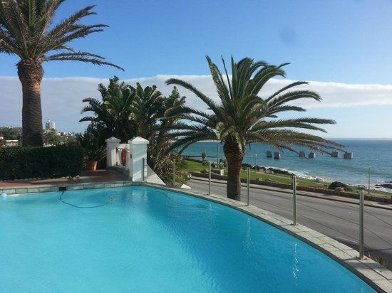 Courtyard Hotel Port Elizabeth: View from the pool out to sea