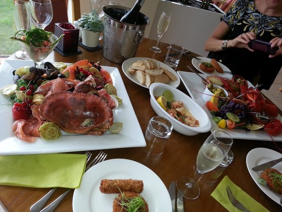 Offshore Bar and Bistro Cornwall: We rang a few days ahead and ordered the seafood platter