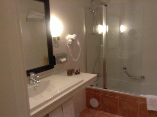 Pueblo Torviscas: real bathroom