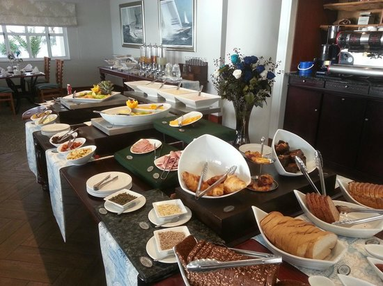 Courtyard Hotel Port Elizabeth: The breakfast continental buffet