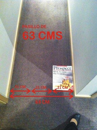 Marivaux Hotel: pasillo de 63 cm hacia la habitación