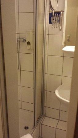 Hotel Tourist Frankfurt: Bad 1