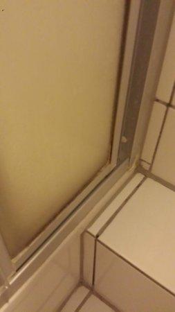 Hotel Tourist Frankfurt: Bad 2