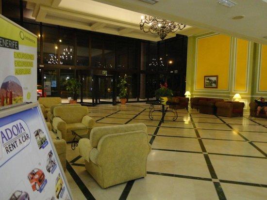 Hotel Diamante Suites: Recepción