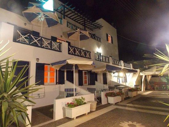 Margarita Hotel: Vue nocture de l'hôtel