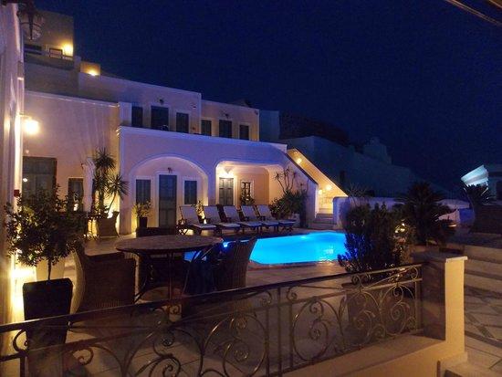 Margarita Hotel: Vue de nuit d'une résidence