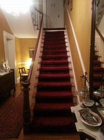 Carriage Inn Bed and Breakfast: Stairwell
