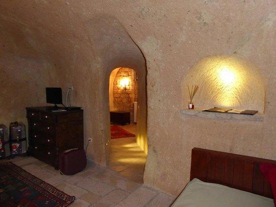 Dere Suites Cappadocia: Pasillo de zona cama a vestidor