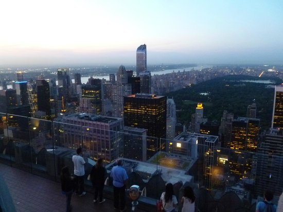 Rockefeller Center: Sunset view from the observation deck on the Top of the Rock.