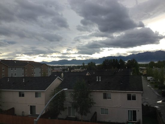 Hilton Garden Inn Anchorage: Mountain view from 3rd floor