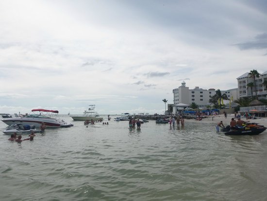 Quality Hotel On the Beach: Party beach/boat parking on weekends