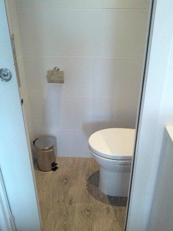 Hostal Ribas: Туалет