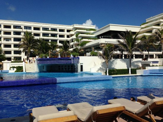 Grand Oasis Sens: From the pool up