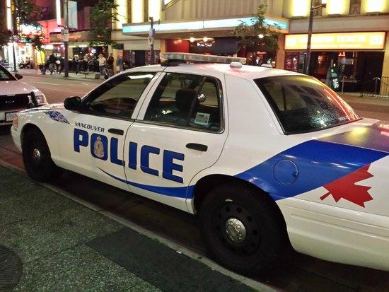 Granville Street Mall/Granville Street: Carros de polícia