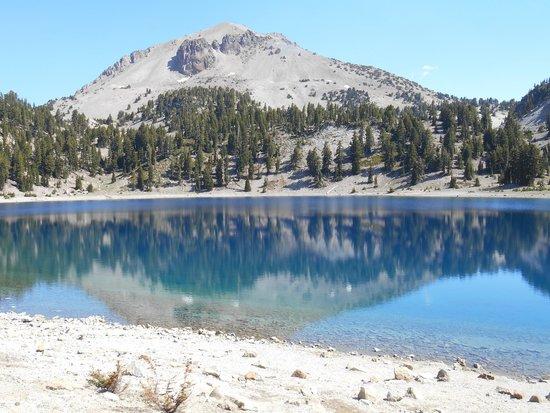 Lassen Volcanic National Park Hiking Trails : Beautiful mountain reflection