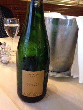 Bistrot du Boeuf Rouge : お祝いのためのシャンパン!