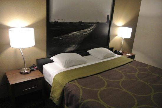 Super 8 Lloydminster: King Bedroom
