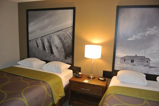 Super 8 Lloydminster: Two Queen Beds room