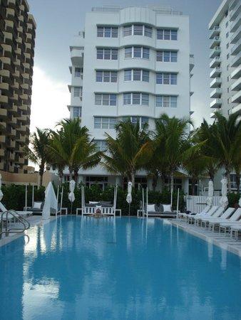 COMO Metropolitan Miami Beach: Vistas del hotel desde la piscina