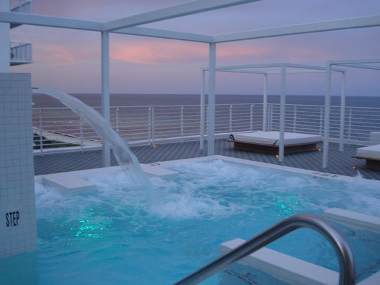 COMO Metropolitan Miami Beach: Impresionante Jacuzzi con vistas al mar