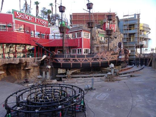 Treasure Island - TI Hotel & Casino: Renovating the pirate ship pond