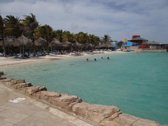 Renaissance Curacao Resort & Casino : Private beach