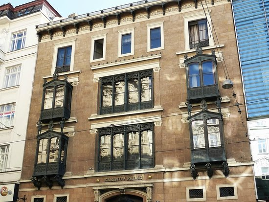 Namesti Svobody: klein's palace