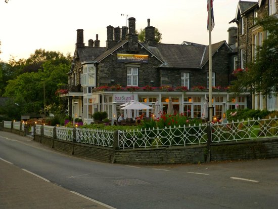 Waterhead Hotel: Exterior of a quaint and lovely hotel