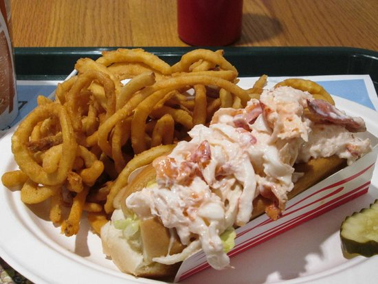 Jake's Seafood : Onion rings and lobster roll - perfection.