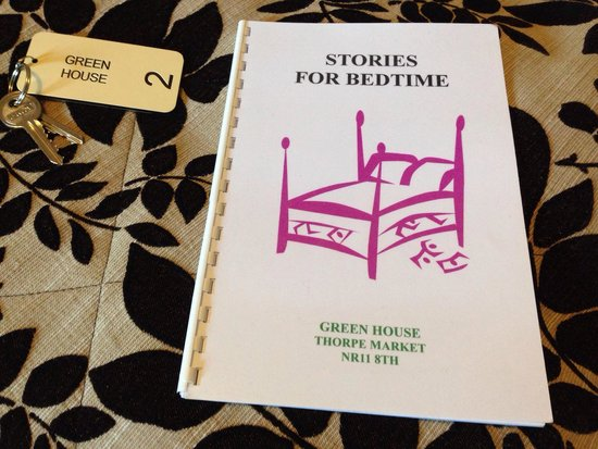 The Green House B & B: Bed time reading
