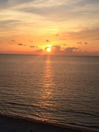 Beachcomber Resort and Villas: sunrise room 812