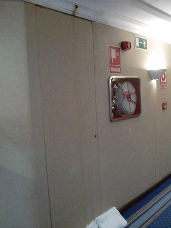 Silken Indautxu Hotel: Humedades recogidas por una toalla arrugada
