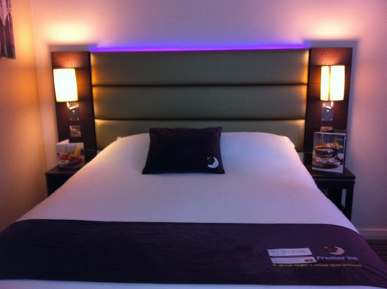 Premier Inn Manchester City Centre - Portland Street : Big Comfy Bed/Pillows