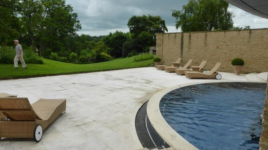 Whatley Manor Hotel & Spa: Outside pool area