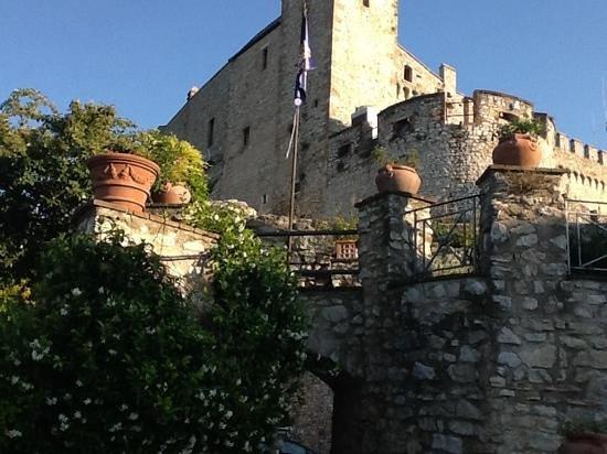 Castello Orsini Hotel: Scorcio del castello