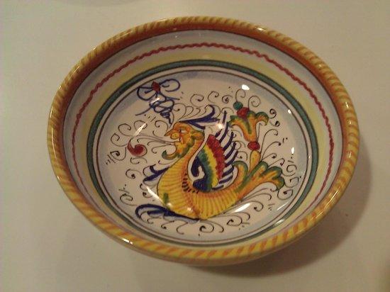 MOD Maioliche Originali Deruta: Traditional hand-painted design