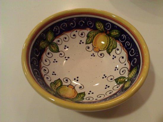 MOD Maioliche Originali Deruta: A more modern hand-painted design