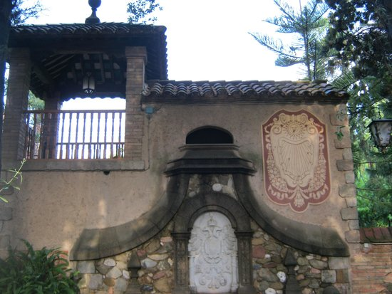 Residencia Salesiana Marti-Codolar: in the park