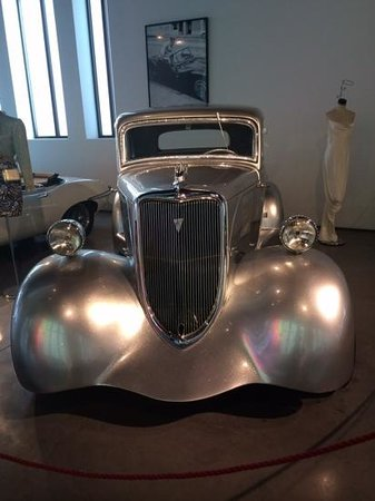 Automobile and Fashion Museum : exhibition