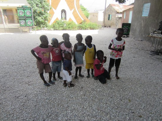 Kinderen in Joal FAdiouth