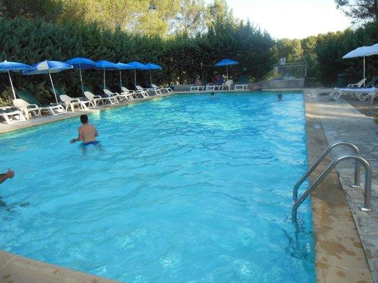 Hotel Bureau La Cigaliere: Piscine