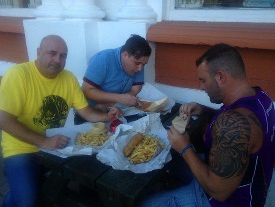 Royal Hotel: The boyo's having some chips!