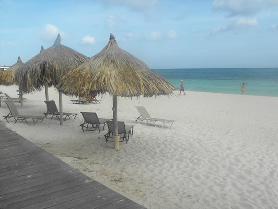Divi Village Golf and Beach Resort: 1 minute walk to beach