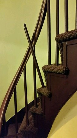 The Percy Inn: broken baluster