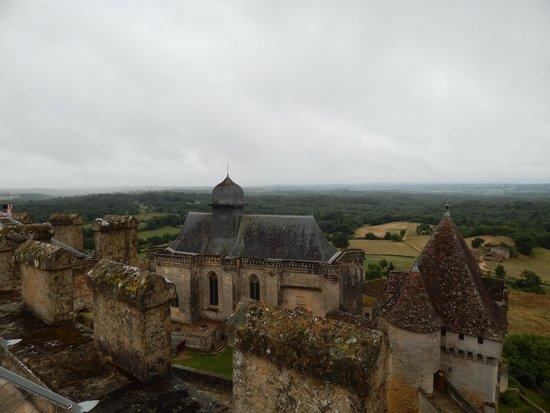 Château de Biron : vue sur les toits