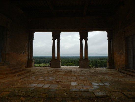 Château de Biron : panorama depuis la cour intérieure