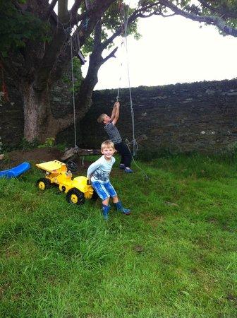 Knockaloe Beg Farm: Playing in the garden