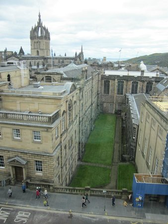 Radisson Collection Hotel Royal Mile Edinburgh : The view of St Giles Cathedral and the ocean from our room.
