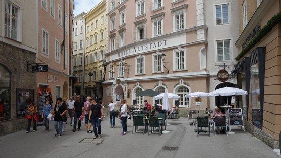 Radisson Blu Hotel Altstadt, Salzburg: Out front