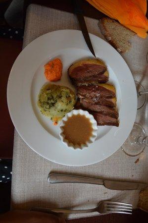 Auberge de Mirandol: magret rosé sauce aux truffes